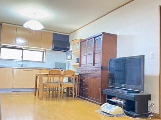 【居間・リビング】千葉市中央区登戸 中古一戸建て 千葉駅