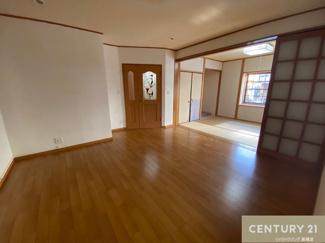 広々リビングダイニングは、和室のお部屋と繋げれば より一層広く感じますね。