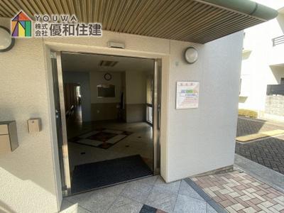 【玄関】ア・ラブリ西神南 10番館