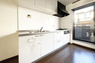 システムキッチンは収納が豊富です!〈平成26年9月に新調しています〉