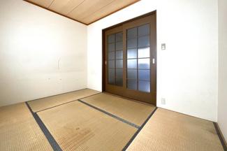 洗面室には洗濯機を置くスペースがあります。《リフォームのご相談もお任せ下さい》