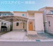 岐阜市北一色 中古住宅 お車スペース並列3台可能!カーポートあり 小中学校徒歩10分圏内!の画像