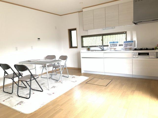 10帖 壁付けキッチンはお部屋のスペースをほぼ無駄なく広く活用できます。