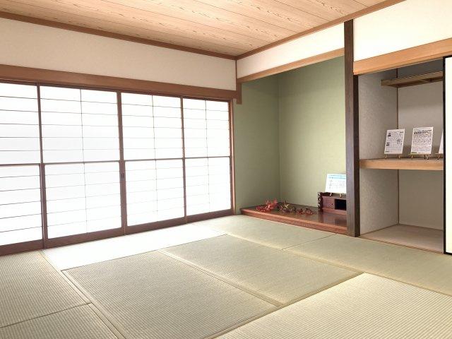 10畳 玄関から直接出入りできる和室は『客間』として利用できます。