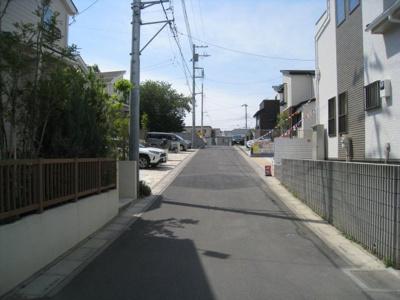 前面道路含む現地写真です 東道路1.2号棟
