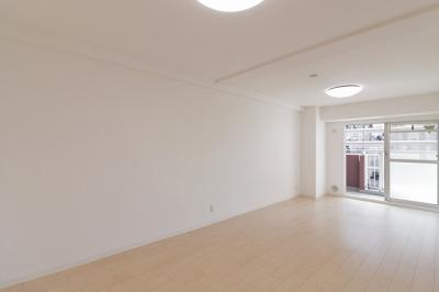 【現地写真】 明るいLDKを演出♪明るいお部屋です♪