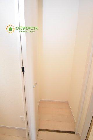 掃除用品等の収納に便利な廊下収納