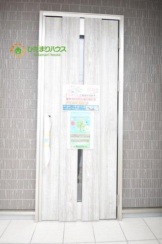スタイリッシュな玄関ドアです☆