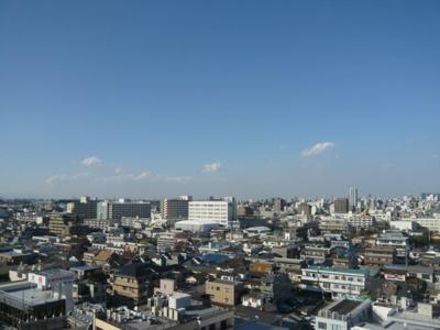 最上階なのでとても景色がきれいです。晴れている日には富士山も見えます。