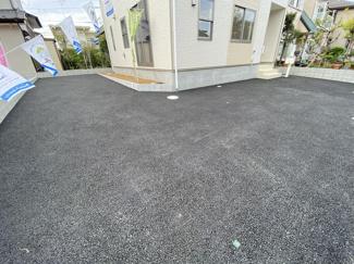 駐車スペースが2台で前面道路が7.9mと広いので車庫入れ簡単です。