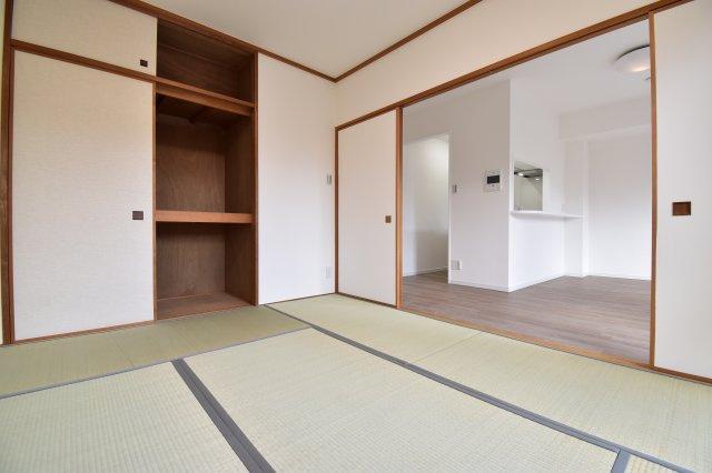 リビング横の和室は約6帖。お子様のお昼寝や客間等、シーンに合わせてご利用いただけます。