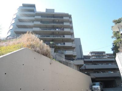 総戸数127戸、1992年4月築、管理人は日勤勤務につき管理体制良好です♪
