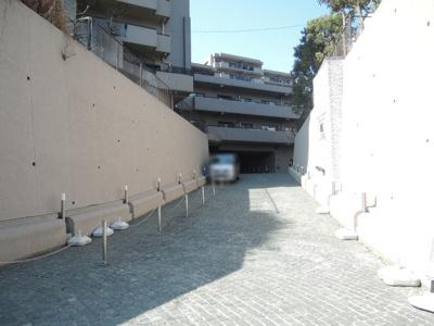 駐車場出入口です。