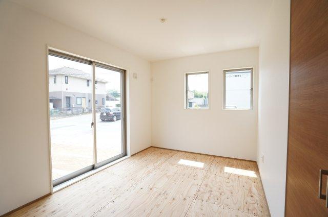 和室のお部屋になります。畳敷く前の写真です。本日、建物内覧できます。住ムパルまでお電話下さい!