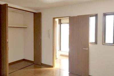2階洋室8帖ございます