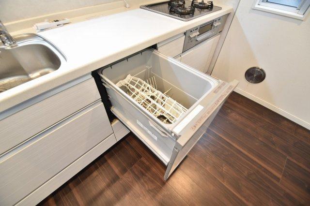 お食事後のお皿洗いもラクラクの食洗器付き!