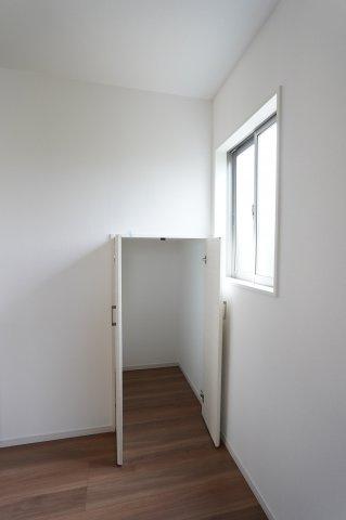 キッチン横 階段下収納 本日、建物内覧できます。住ムパルまでお電話下さい!