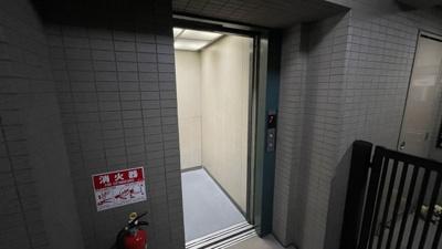 エレベーターはあります。