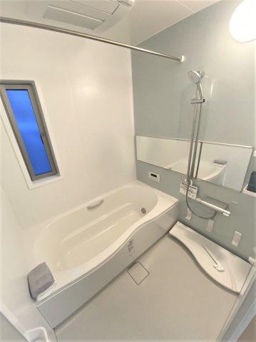 1坪ある浴室です☆1日の疲れを足を伸ばして入浴して癒されて下さい^^
