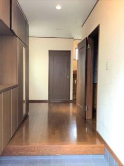 ■明るい玄関です <川口市弥平2丁目 中古戸建>