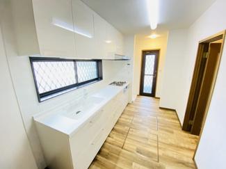 千葉市若葉区千城台北 中古一戸建て 千城台北駅 新品のシステムキッチン!勝手口や洗濯機スペースもございます!