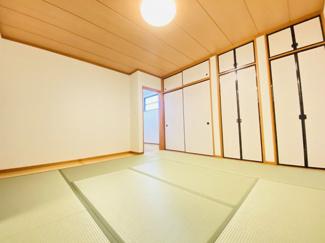 千葉市若葉区千城台北 中古一戸建て 千城台北駅 縁側付きの落ち着いた和室です。リビングからの続き間となっております。