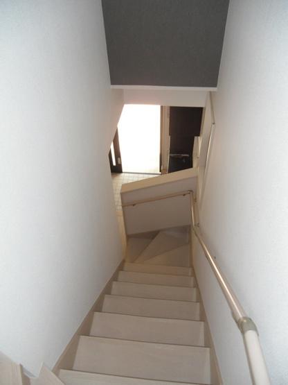 階段は勿論手すりもあります。