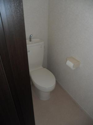 清潔感ある2階トイレ。
