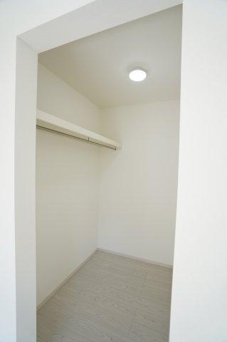 2階6帖 使い勝手のよいシンプルなクローゼットです。