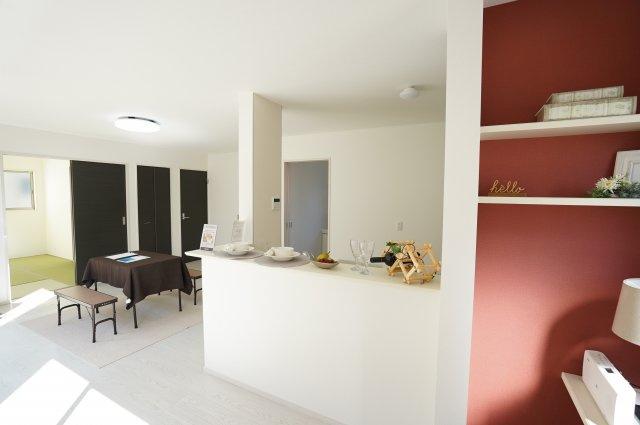 1階17帖 キッチンから洗面所へ直接移動できるので家事動線がいい間取りです。