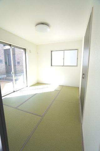 1階6帖 リビング隣接の和室なので広々使えます。
