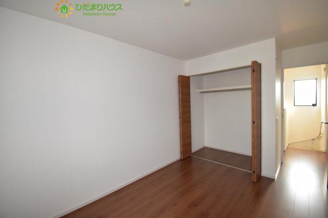 机にベットを置けば子供部屋の完成です!