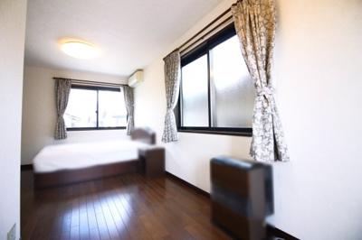 広いお部屋ですがクローゼットも完備されており、片付けがラクラク♪お部屋が更に広く使えますね。