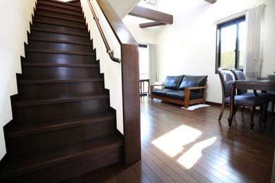 人気のリビング階段でご家族の帰宅もすぐに把握できます。
