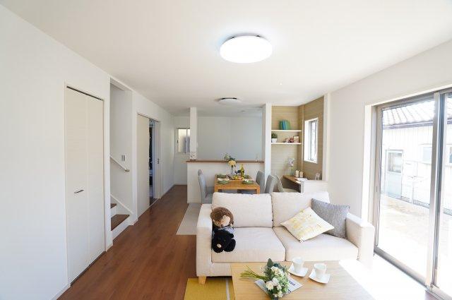 キッチンから洗面所へ直接移動できるので家事動線がいい間取りです。