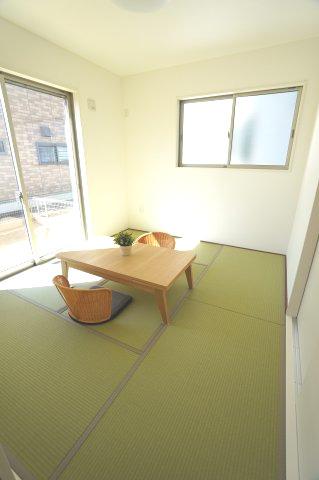 1階5.2帖 リビング隣接の和室なので広々使えます。