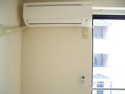 リビングダイニングキッチンには暑い夏や寒い冬に大活躍のエアコン付きです☆冷暖房完備で1年中快適に過ごせます♪