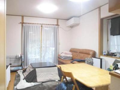 【居間・リビング】鳥取市若葉台南5丁目中古戸建て