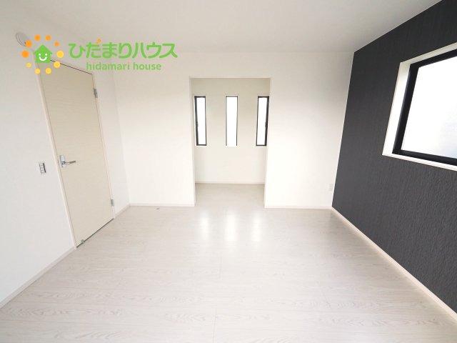 ホワイトのフローリングがお部屋を広く魅せます