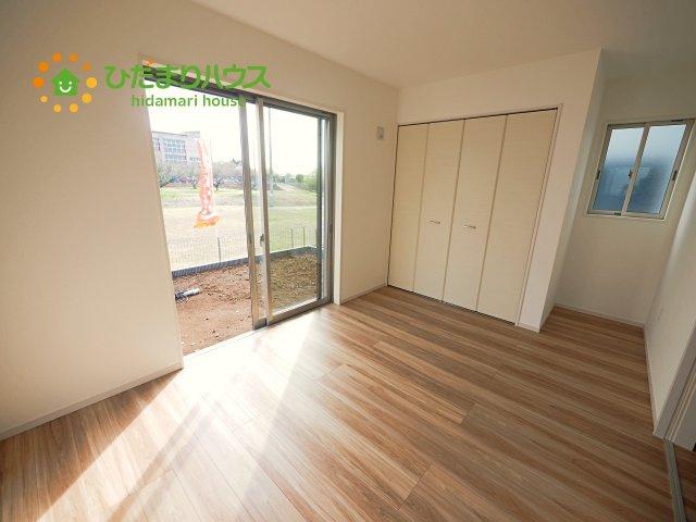 赤ちゃんスペースや客間など、多彩な用途で使用できる1階洋室☆