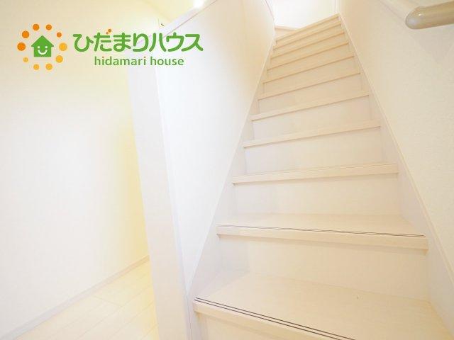 手すり付きで安心の階段♪