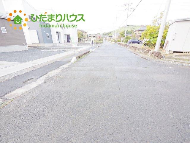 前面道路幅8m☆車の出入りもラクラクできちゃいます(^^♪