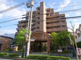 【ファミール塚口 公園前】平成12年11月建築 地上8階建 総戸数35戸 ご紹介のお部屋は1階部分です♪※居住中の為、事前にご連絡いただければご案内がスムーズです。