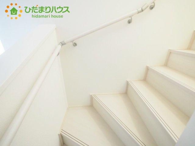 手擦り付きの安全な階段です^^