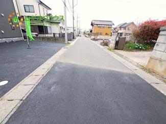 とてもひろい道路です。