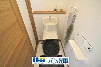 洗浄付き、暖房付き便座が魅力的。毎日使用する場所だから、清潔な空間であって頂けるよう配慮しました。