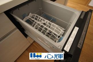 食後の手間を解消する食器洗い乾燥機を標準装備。まとめて洗えて、節水効果もあります。