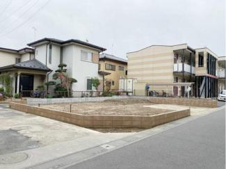 敷地は45坪、駐車スペースも2台分ございます。
