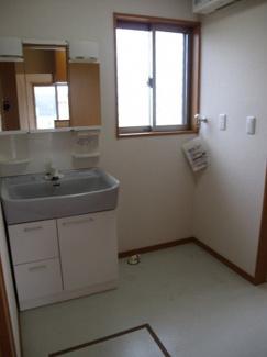 窓付き   ゆったりの洗面所