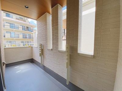 2階と3階にバルコニーがあります